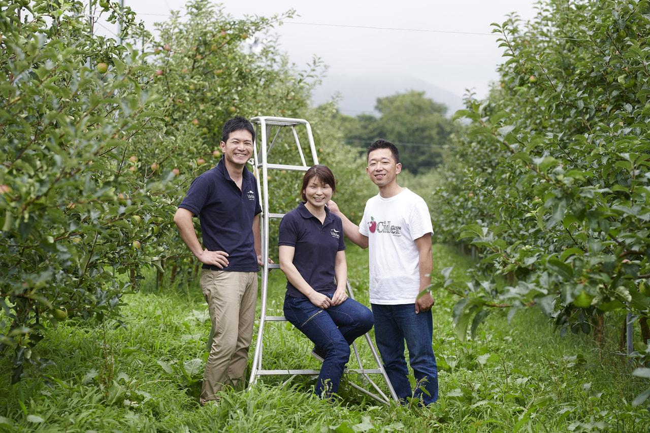 Vol.59 VinVie<br>竹村暢子さん、竹村隆さん<br>竹村 剛さん、佐藤 篤さん<br><br>アルプスを望む<br>りんご畑から生まれるシードル<br>