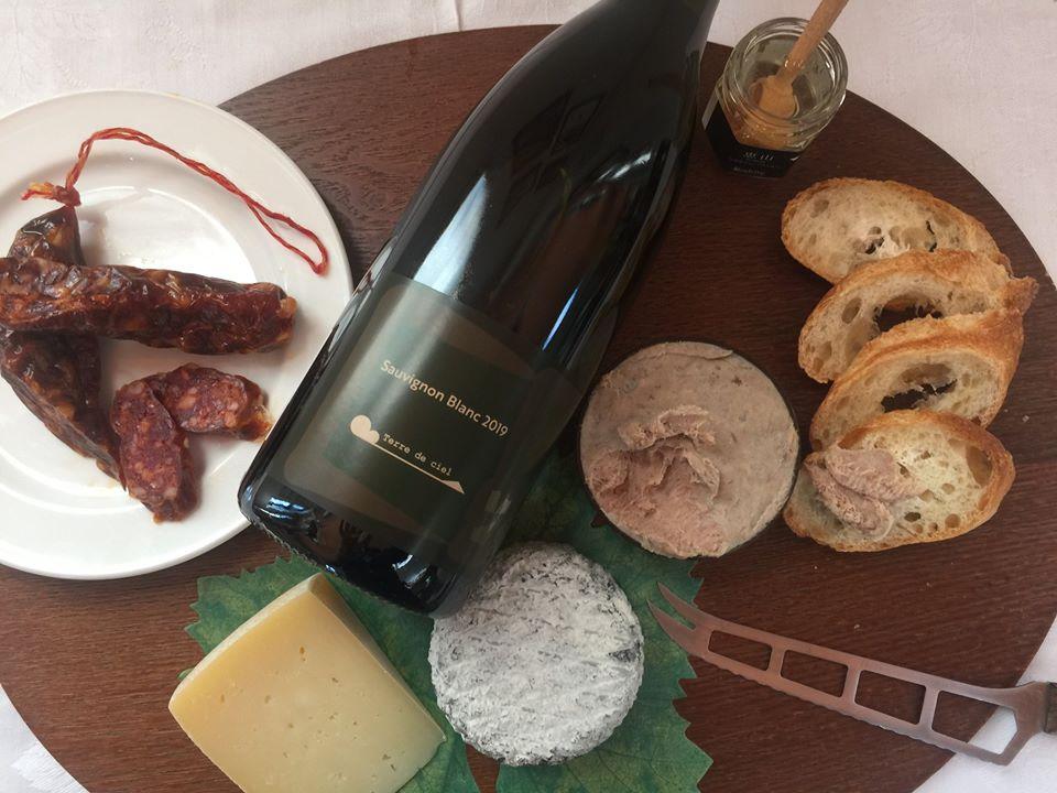 地元自慢のワイン、チーズ、シャルキュトリ(食肉加工品)をセットでお取り寄せ