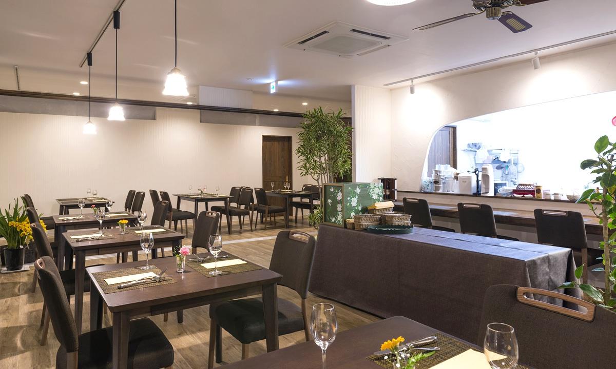 |レストラン ミルポワ|<br>塩尻産ワインが豊富にそろう<br>カジュアルなフランス料理店