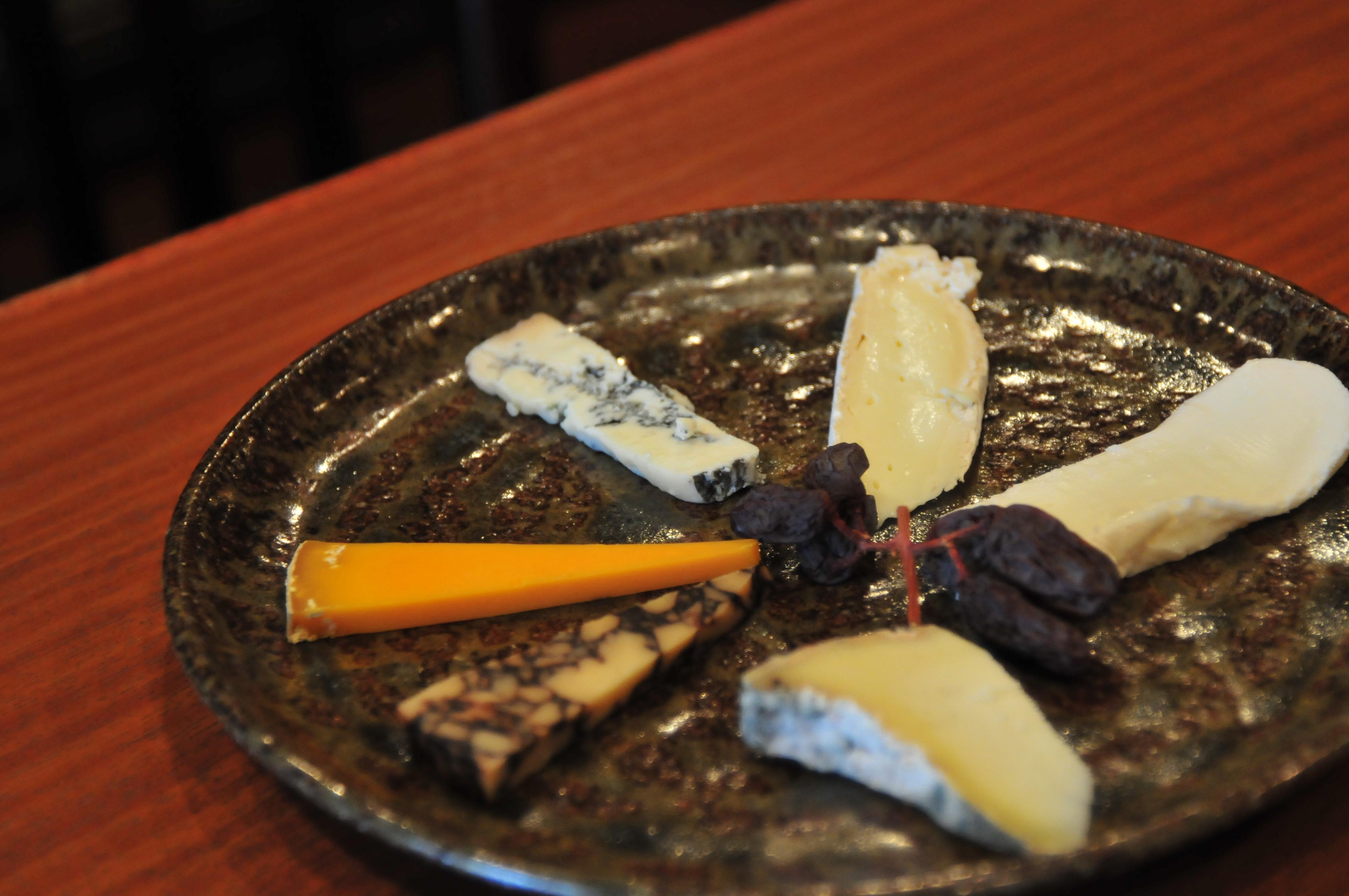 |ジュレ・ブランシュ|<br>和洋折衷のチーズがそろう<br>蔵造りのチーズ専門店