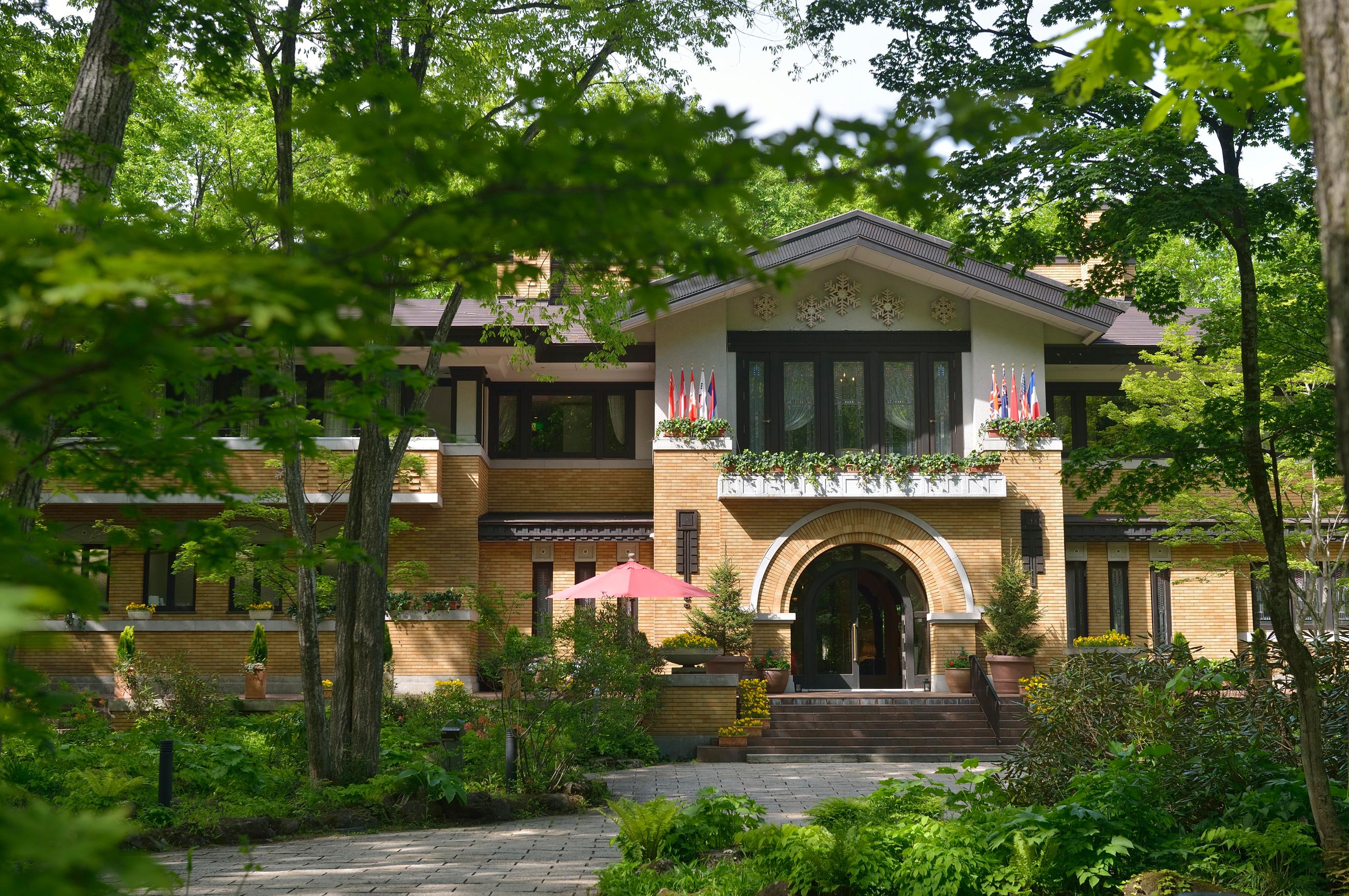 |白馬リゾートホテル<br> ラ ネージュ東館|<br>森の中に佇むホテルで<br>ワインのある極上の時間を