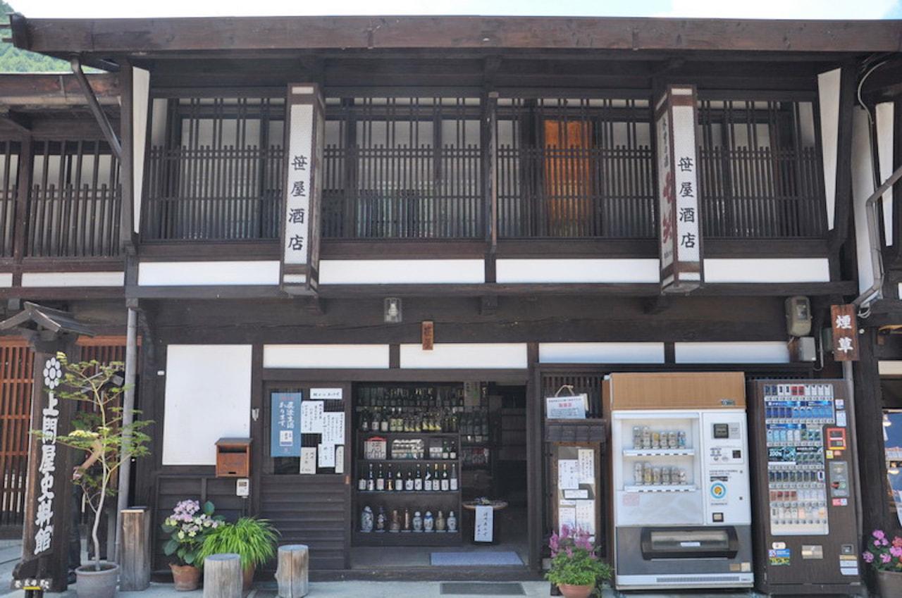  笹屋酒店 <br>地元塩尻産にこだわりぬいた品ぞろえ<br>お店オリジナルラベルのNAGANO WINEも