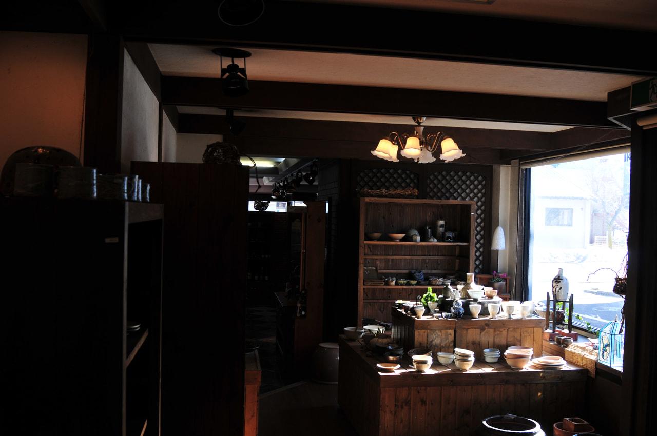 |キリマン酒店|<br>こだわりの陶芸ギャラリーを併設、軽井沢きっての銘酒店