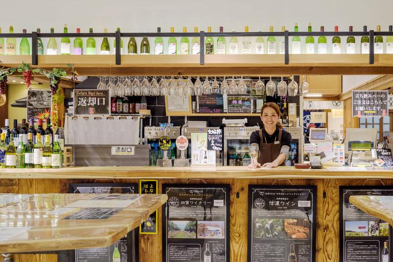 |信州くらうど|<br>JR長野駅ビルでお土産選びも、立ち飲みもできる店